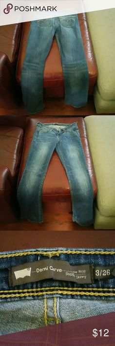 Levis demi curve w3 l 26 No rips stains or tears. Worn once. Levi's Jeans