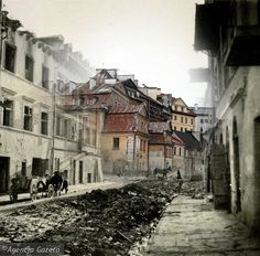 Then and now, destruction and what is left of Kowalska street - Lublin. Ww1 Pictures, Jewish History, Bratislava, Planet Earth, Destruction, Poland, Planets, War, Street