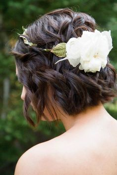 Paige was my cute short haired bride.  I love how she dressed up her shorter hair with a cute flower wreath.  Photos by Kate Osborne .      ...