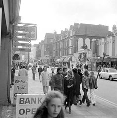 Kings Road, Chelsea, 1972 - Fashion looks pretty current ....