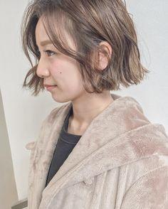 オシャレなお客様 . オトナっぽい洒落感をっ . . #shima #ハイライトカラー #ハンサム #デザインカラー #unused #newoman #大人可愛い #オトナカワイイ #切りっぱなしボブ Girl Short Hair, Short Girls, Bob Styles, Short Hair Styles, Hair Images, Wavy Hair, Bob Hairstyles, Hair Inspiration, Hair Makeup