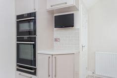 Image Gloss Kitchen makes this compact kitchen light and airy. Gloss Kitchen, Kitchen Cabinets, Kitchen Appliances, German Kitchen, Compact Kitchen, Kitchen Images, Bespoke Kitchens, Kitchen Lighting, Kitchen Design