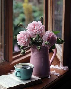 The temps will go up and then come down in the next 2 days. The temps will go up and then come down in the next 2 days. Enjoy some simple pleasures on this day !⁣ Photo: via Good Morning Coffee Gif, Coffee Break, Tout Rose, Coffee Cafe, Mini Desserts, Simple Pleasures, Still Life, Tea Party, Beautiful Flowers