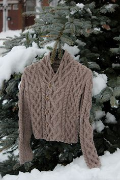 Fireside Sweater – pattern by Amber Allison) Ella nice colour Free Aran Knitting Patterns, Cable Knitting, Knitting Designs, Knitting Projects, Knitting Tutorials, Free Knitting, Coat Patterns, Sweater Patterns, Stitch Patterns