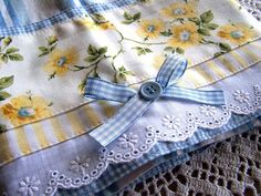 These are the colors I'm going to use in my kitchen. A pretty tea towel for the blue, white and yellow decor kitchen. Dish Towels, Hand Towels, Tea Towels, Easy Sewing Projects, Sewing Hacks, Sewing Crafts, Yellow Cottage, Towel Crafts, Decorative Towels