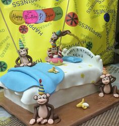 My version of the 5 lil monkeys jumping on the bed !! Dont miss the 5th baby monkey suspended in the air wanting to jump on the cake.... A Strawberry cake.
