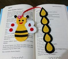 İlgili resim Felt Crafts Diy, Easy Arts And Crafts, Sand Crafts, Craft Stick Crafts, Crafts For Kids, Crochet Bookmark Pattern, Crochet Bookmarks, Felt Bookmark, Bookmarks Kids