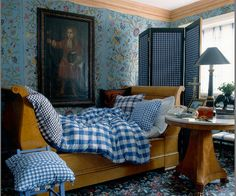 Gingham Bed, jacobean print walls