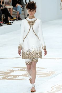Chanel - Pasarela... http://www.vogue.mx/desfiles/otono-invierno-2014-paris-chanel-1/8114/galeria/13780/image/1198643