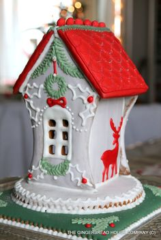Woodland Christmas gingerbread house by: https://www.facebook.com/gingerbreadhousecompany