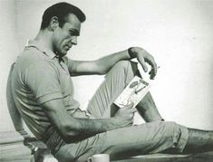 James Bond, I Love Books, Books To Read, Reading Books, Reading Time, Sean Connery 007, Celebrities Reading, Hot Guys, Spy Who Loved Me