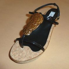 Πλατφόρμα: Exclusive, Λουστρίνι, Διχάλα-Φάσα-Πέδιλο, Πάτος: Φύλλο φελλού & δέρμα, Διακοσμητικό: Χρυσό σφηρήλατο (Κωδικός: 320.112) > www.e-Tresor.gr & www.GreekShoes.Net