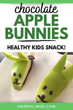 These chocolate apple bunnies are the cutest healthy snack for kids! What little one woudn't love these easy apple snacks for kids!