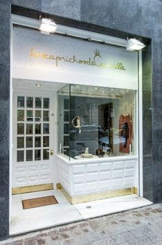 Shoe Store Design, Jewelry Store Design, Cafe Design, Shop Interior Design, Storefront Signs, Shopping Outfits, Small Cafe, Shop Fronts, Retail Space