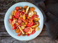 Kald tomatsalat Frisk, Kung Pao Chicken, Ratatouille, Bruschetta, Chicken Wings, Pasta Salad, Tapas, Low Carb, Yummy Food
