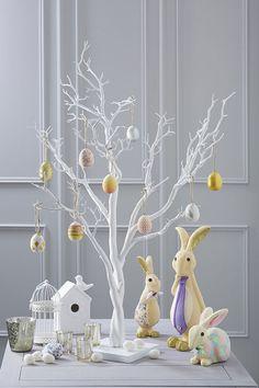 Albero di Pasqua dipinto di bianco