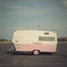 Love this little pink Shasta.  Check out the pink hubcaps