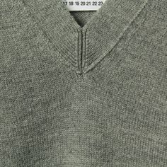Martin Margiela, V neck trim detail