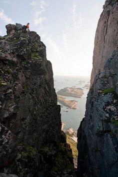 Mektige fjell i Rødøy på Helgelandskysten. Foto: Terje Rakke NordicLife. Les mer om Helgeland på http://www.visithelgeland.com/ #Norway #Roedoy