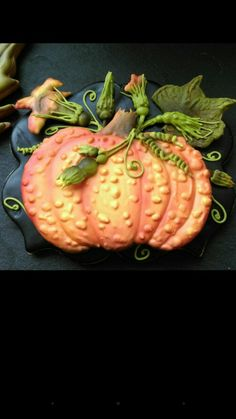 This cookie decorating is amazing! Gourd by Evabella's Cookies, posted on Cookie Connection Fall Decorated Cookies, Fall Cookies, Iced Cookies, Cute Cookies, Holiday Cookies, Sugar Cookies, Halloween Cookies, Halloween Treats, Fall Treats