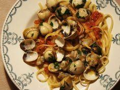 Spaghettis aux coques, sauce à la tomate, à l'ail et au persil, Recette par Potinsgourmands - Ptitchef