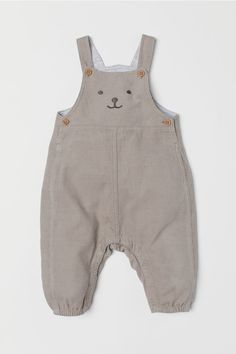 Bib overalls in soft organic cotton corduroy with an embroidered motif at front. Suspenders with buttons at front buttons at sides and elasticized hems. Concealed snap fasteners at gusset and along legs. Jersey lining at top. Baby Outfits, Newborn Outfits, Bib Overalls, Dungarees, Dungaree Dress, Gender Neutral Baby Clothes, Coton Bio, Comfortable Outfits, Baby Boy Newborn