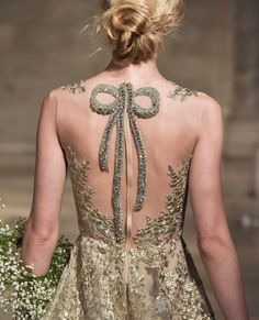 Reem Acra is a renowned international designer known for her breathtaking collections in Ready-to-Wear and Bridal. Types Of Dresses, Nice Dresses, Maxi Dresses, Party Dresses, Corset Sewing Pattern, Embroidery Fashion, Beautiful Gowns, Beautiful Things, Fashion Details