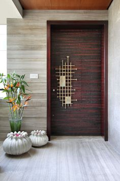 Home entrance decor 15 Indian Main Door Designs That Make a Great First Impression Tips On Using A W Indian Main Door Designs, Doors Interior, Entrance Decor, House Entrance Doors, Home Entrance Decor, Wood Doors Interior, Grill Door Design, Pooja Room Door Design, Front Door Design