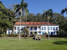 Fazenda do ciclo do café. Hoje, Hotel Arvoredo. http://www.hotelarvoredo.com.br/historia/historia.html