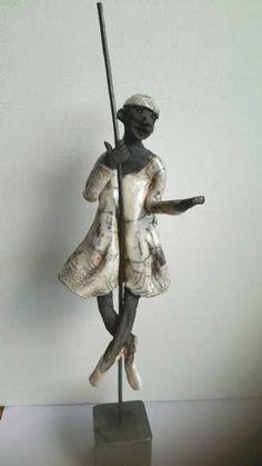 Name: Ballet Clown Artist: Grete Ryberg Høgh Gallery: Kunstsamlingen Height: 35 cm Width: 8 cm Price: 1000 kr. #kunstsamlingen #kunst #artcollection #art #painting #maleri #galleri #gallery #onlinegallery #onlinegalleri #kunstner #artist #danishartists #claysculpture #clay #sculpture #greteryberghøgh