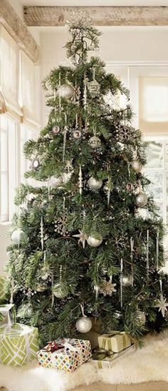 White and silver decorations for a wintry Christmas Tree