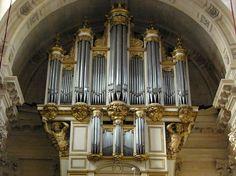 * Órgão de Saint-Louis des Invalides * # Paris, França.