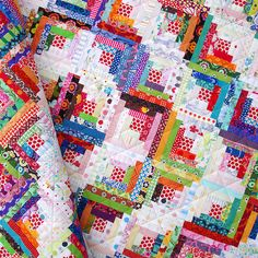 Red Pepper Quilts: Scrappy Log Cabin Quilt. fun way to use all those fat quarters.