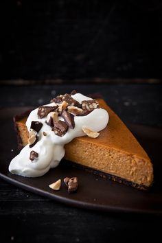 Pumpkin and chocolate? Oh yes – pure madness! The olive oil gives the crust in our pumpkin tart with chocolate olive oil crust a delicious fudgy texture. Pumpkin Tarts, Food L, Pumpkin Recipes, Pumpkin Ideas, Pumpkin Dessert, Tart Recipes, Treat Yourself, Holiday Treats, Pudding
