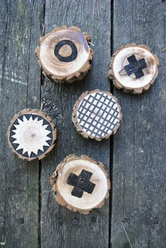 Wooden art or a game done with a black marker via Little Helsinki Wooden Art, Helsinki, Art For Kids, Markers, Outdoor Living, Living Spaces, Craft Projects, Diy Crafts, Coaster