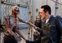 The Walking Dead Season 8 Episodic Photos Walking Dead Season 8, Fear The Walking Dead, Negan Lucille, Big Scary, Talking To The Dead, Nerd, Blind Faith, Jeffrey Dean Morgan, Marvel