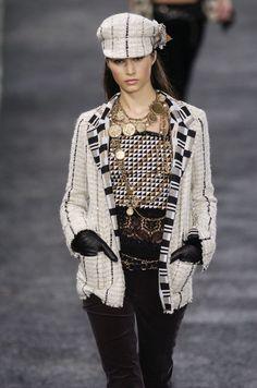 http://www.livingly.com/runway/Chanel/Paris Fashion Week Fall 2004/rdB68MN6Waf