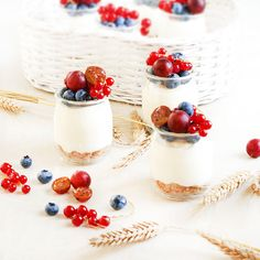 Mini desserts with fruits. Mini desserts made of mascarpone with fruits. Perfect for summer days. (In Polish) Dessert Recipes, Desserts, Panna Cotta, Cheesecake, Summer Days, Sweets, Candy, Fruit, Polish