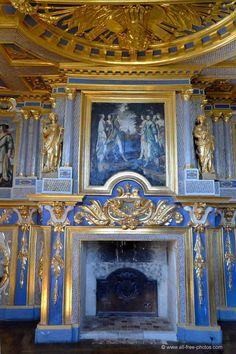 Château d'Oiron (Deux-Sèvres, Poitou-Charentes): vues du Salon des Muses. Luxury Interior Design, Interior And Exterior, Palace Interior, Poitou Charentes, Fontainebleau, Grand Homes, French Chateau, Fireplace Surrounds, Beautiful Buildings