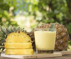 Find healthy superfood protein shake recipes from Combine fruits & vegetables with our Superfood Shake for weight loss smoothies, snacks and more! Advantages Of Pineapple, Benefits Of Eating Pineapple, Pineapple Whip, Dessert Aux Fruits, Post Workout Food, Dieta Paleo, Vitamin C, Superfood, Food And Drink