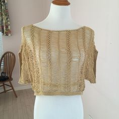 ❤️FINAL PRICE❤️ HP Crochet Top 100% acrylic. Color: tan. Slightly used XXI Tops Crop Tops