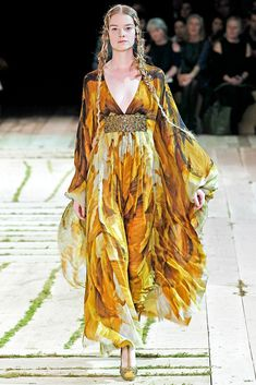957836849efd43 Alexander McQueen Spring 2011 Ready-to-Wear Fashion Show Collection  See  the complete