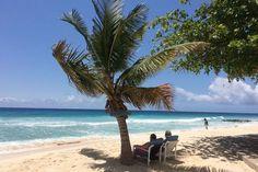 La Barbade de Rihanna. Hastings, l'une des longues plages de sable fin sur la côte ouest, au sud de Bridgetown.
