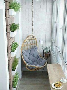 La pared con las plantas para un de las paredes en el balcón…