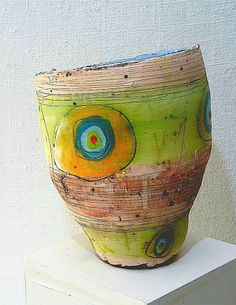 Love this funky, colourful, ceramic Vessel by Linda Styles. The artist is London born but Cornwall based who exhibits widely around the UK and beyond. Mainly known for gestural ceramic practice, she recently returned to her first love of painting. Ceramic Design, Ceramic Decor, Ceramic Clay, Ceramic Painting, Ceramic Artists, Ceramic Bowls, Ceramic Pottery, Pottery Art, Pottery Ideas