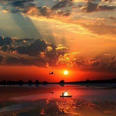 Quando le forze contrarie lasciano spazio al vento a favore, l'abitudine è ancora quella di dover resistere o contrastare. Anche la tranquillità e la serenità, la facilità con cui le cose possono accadere, richiedono una nuova attitudine, perchè per lungo tempo non ci sono state. Allenati ad accogliere l'abbondanza e la gioia. Dai fiducia al fatto che diverranno la quotidianità. Credici poichè sono già Qui. Permetti a Te stesso di goderne. #evolution #coaching #attitudine