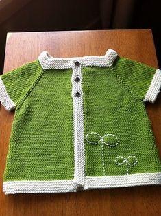 pattern by Bernat Design Studio. Would look so cute with dark jeans or a dark brown ruffled skirt! Soooo cuuuute! :)