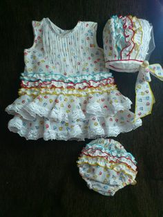 TRAJES DE BEBÉ & ADULTO Baby Dress Design, Baby Needs, Baby Photos, Baby Shower Gifts, Designer Dresses, Doll Clothes, Creations, Rompers, Sewing