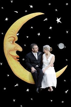 1920s-Style Paper Moon | 21 Stunning DIY Wedding Photo Booth Backdrops