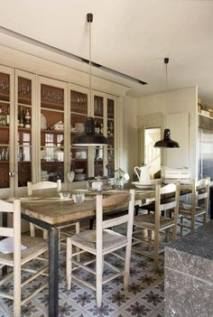 Rustic charm dining area | photo: Jordi Carnosa | via brunch at saks...